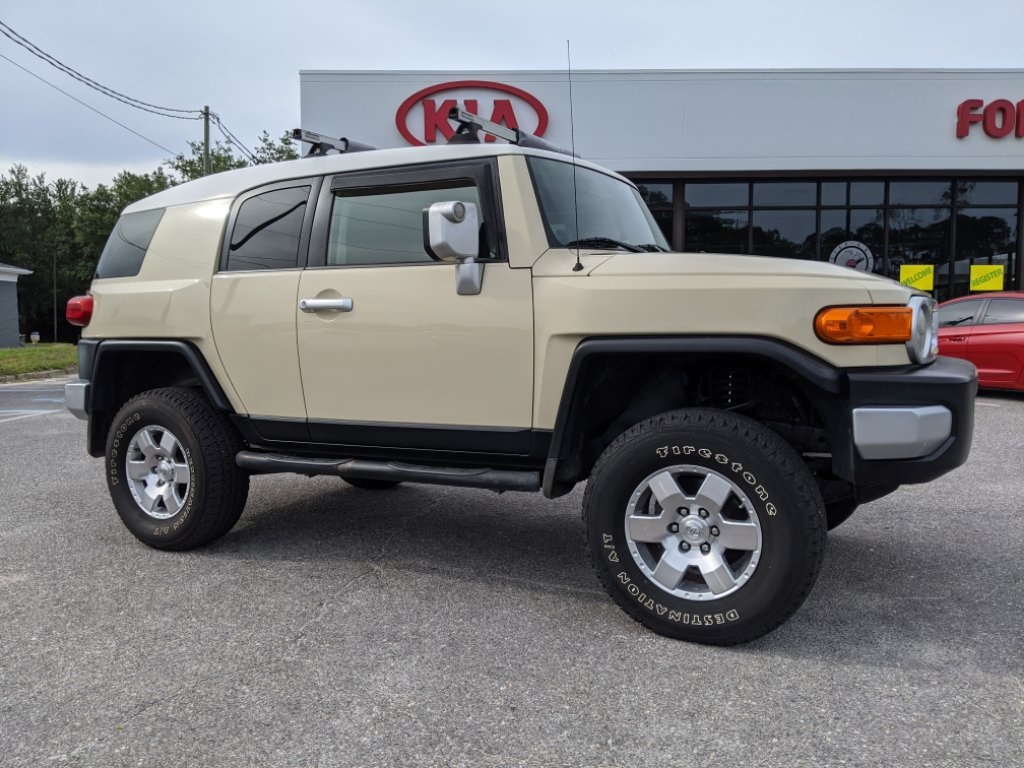 Pre-Owned 2008 Toyota FJ Cruiser Base